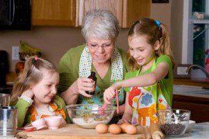 grandma-baking-grandkids